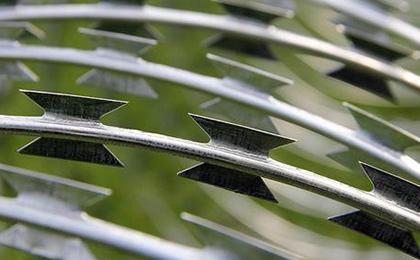 蛇腹型刀片刺绳